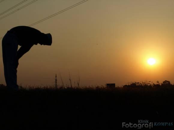 Foto Orang Sholat